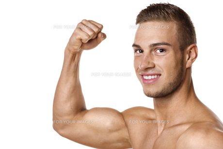 Biceps muscle of young manの写真素材 [FYI00638290]