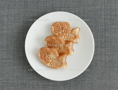 Taiyaki of japanese traditional baked sweets on plateの素材 [FYI00638692]