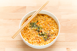 Instant Noodles with chopstickの写真素材 [FYI00638706]