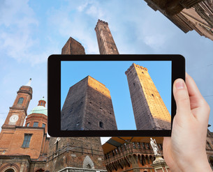 photo of Due Torri (Two tower) in Bologna, Italyの写真素材 [FYI00638774]