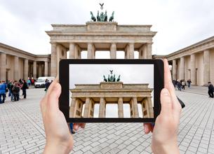 photo of brandenburg gate in Berlinの写真素材 [FYI00638775]