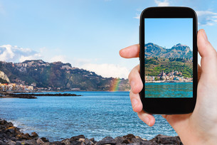 picture of town Taormina and Giardini Naxos beachの写真素材 [FYI00638786]