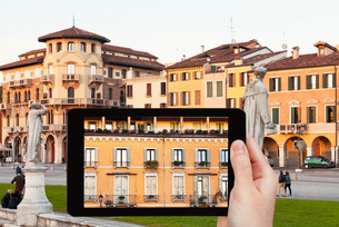 photo of piazza Prato della Valle in Padua, Italyの写真素材 [FYI00638788]