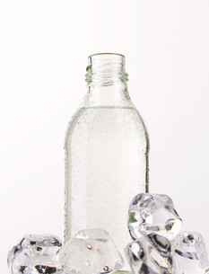 Bottle of waterの写真素材 [FYI00639605]