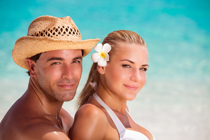 Portrait of lovers on the beachの素材 [FYI00639967]