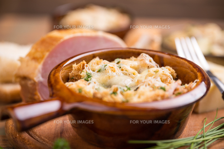 Bread and cheeseの写真素材 [FYI00639985]