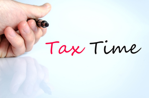 Pen in the hand tax time conceptの写真素材 [FYI00640294]