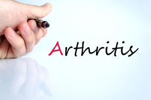 Pen in the hand arthritis conceptの写真素材 [FYI00640295]
