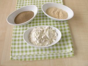 dry yeast,yeast extract and flourの素材 [FYI00640491]