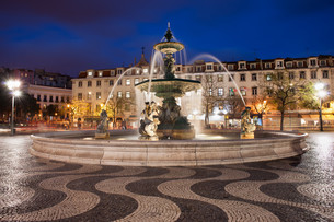 Rossio Square at Night in Lisbonの素材 [FYI00640504]