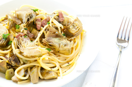 Italian Pasta with artichokes and Parmesanの写真素材 [FYI00640744]