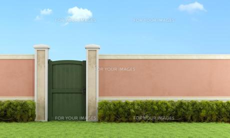 Elegant garden with pedestrian gateの写真素材 [FYI00640801]