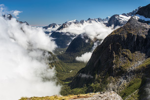 gertrude saddle in fiordland national park in new zealandの写真素材 [FYI00640922]