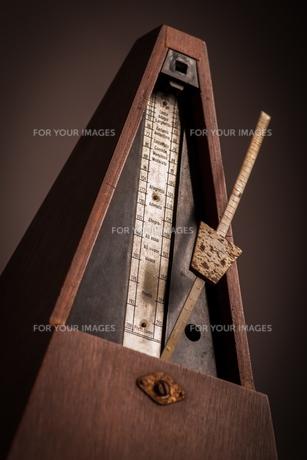 Vintage metronomeの写真素材 [FYI00640923]
