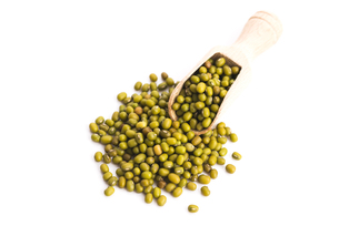 Pile of mung beans isolated on whiteの素材 [FYI00640973]