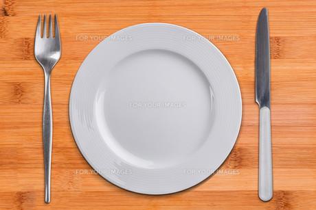 Empty plateの写真素材 [FYI00640996]