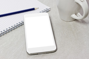 Workplace with mobile phoneの写真素材 [FYI00641297]