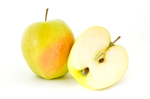 Half an appleの写真素材 [FYI00641454]