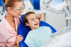 Child in dentist clinicの素材 [FYI00641632]