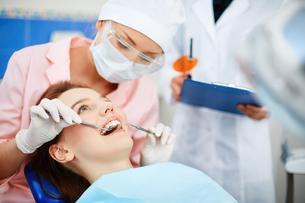 Checking up teethの素材 [FYI00641649]