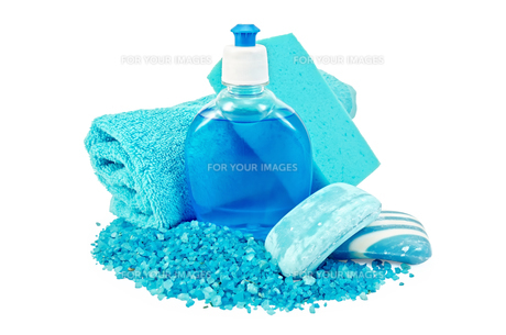 Soap blue different with sponge and bath saltsの写真素材 [FYI00641906]