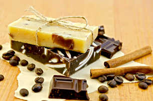 Soap homemade with chocolate on paper and boardの写真素材 [FYI00641923]