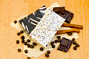 Soap homemade with chocolate and coffee on boardの写真素材 [FYI00641930]