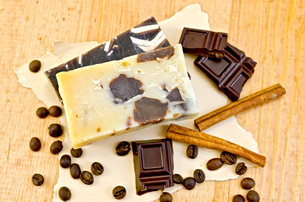 Soap homemade with chocolate and coffee on paperの写真素材 [FYI00641935]
