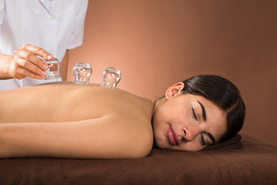 Young Woman Getting Cupping Treatmentの写真素材 [FYI00642135]