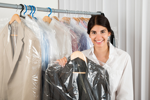 Woman Holding Suit In Shopの写真素材 [FYI00642210]