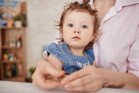 Adorable kidの素材 [FYI00642338]