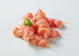 Fresh chicken skewersの写真素材 [FYI00642654]