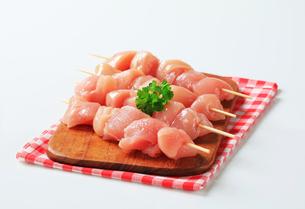 Fresh chicken skewersの写真素材 [FYI00642655]