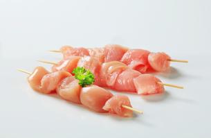 Fresh chicken skewersの写真素材 [FYI00642657]