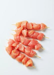 Fresh chicken skewersの写真素材 [FYI00642658]