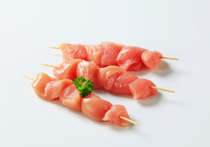 Fresh chicken skewersの写真素材 [FYI00642659]