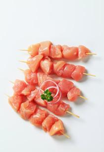 Fresh chicken skewersの写真素材 [FYI00642661]