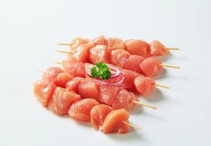 Fresh chicken skewersの写真素材 [FYI00642663]