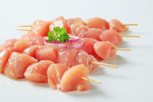 Fresh chicken skewersの写真素材 [FYI00642668]