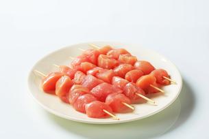 Fresh chicken skewersの写真素材 [FYI00642669]