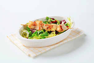 Chicken skewer and salad mixの素材 [FYI00642679]