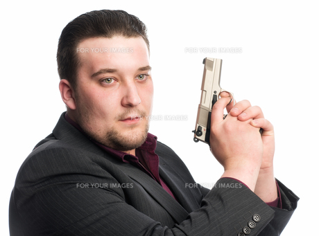 young man holding a gunの素材 [FYI00642762]