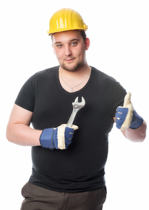 craftsmen with wrench showing thumbs upの写真素材 [FYI00642799]