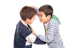 Boys fightingの素材 [FYI00642952]