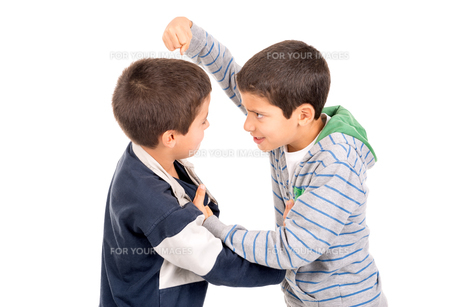 Boys fightingの素材 [FYI00642954]