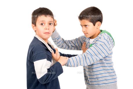 Boys fightingの素材 [FYI00642957]