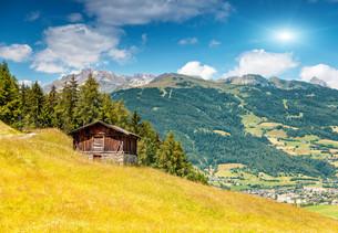 Alpine landscape during the summer seasonの写真素材 [FYI00643011]
