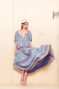 Full body slim woman in blue sundressの素材 [FYI00643093]