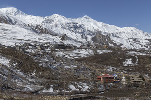 Local houses at Muktinath village in lower Mustang district, Nepalの写真素材 [FYI00643354]