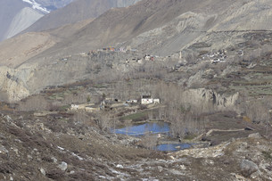Local houses at Muktinath village in lower Mustang district, Nepalの写真素材 [FYI00643360]